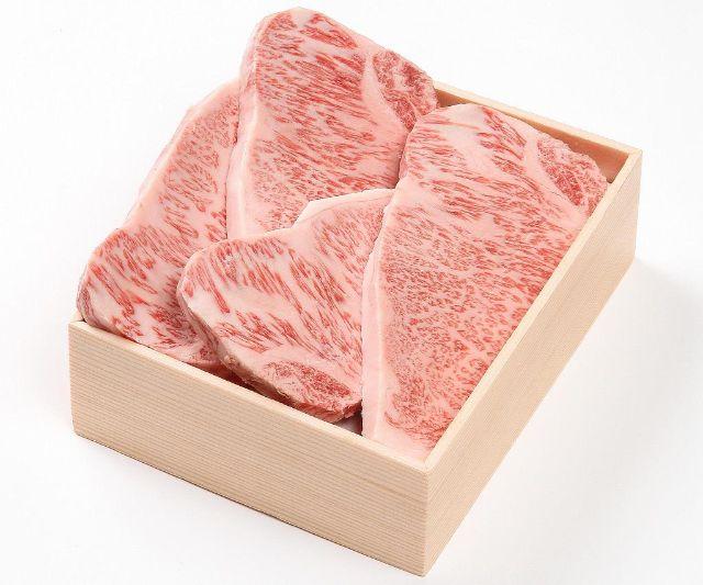 木箱に入った和牛サーロインステーキ